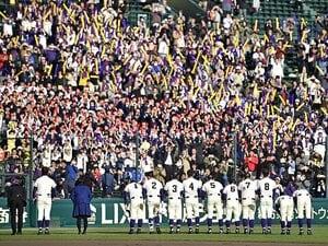全校生徒800人で、野球部は10人。不来方の快挙は危機の裏返しだ。
