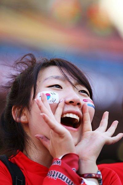 声援を送る韓国サポーター