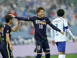 G大阪と広島、今年の狙いは「中央」。サイド攻撃巧者の両クラブが進化中。