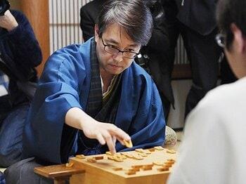ついに訪れた「羽生善治九段」。なぜ彼の存在は将棋の枠を超えるか。<Number Web> photograph by Kyodo News
