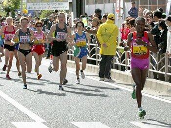 背中が見えなくなる前に。~伸び悩む日本の女子マラソン~<Number Web> photograph by Kyodo News