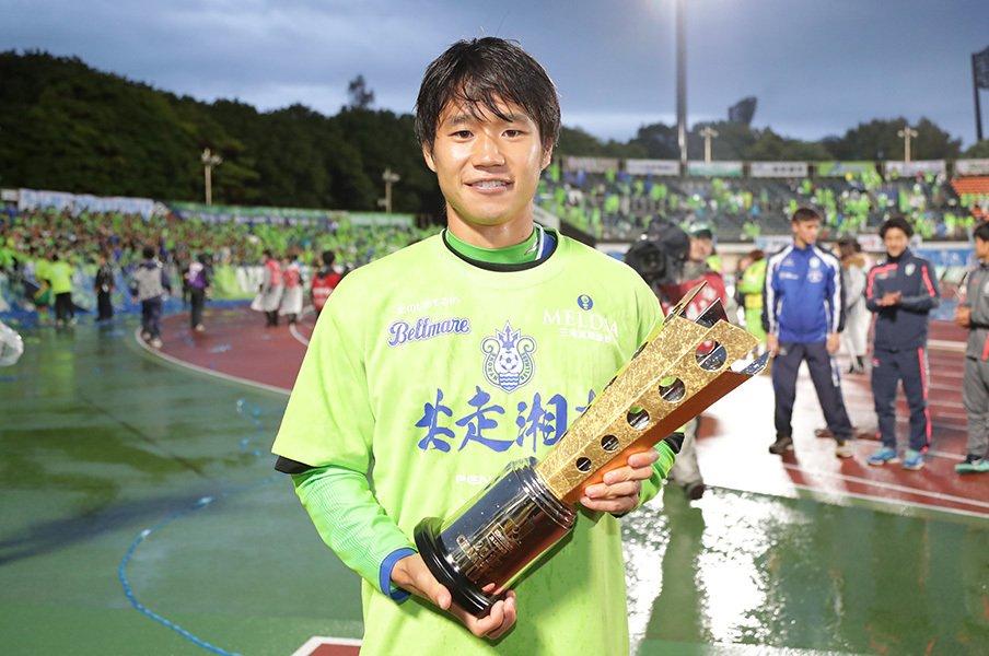 27歳で、ついにフルシーズン完走。湘南・山田直輝が語る怪我と代表。<Number Web> photograph by J.LEAGUE PHOTOS