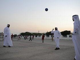 世界一退屈な街の世界一贅沢なフットボール。
