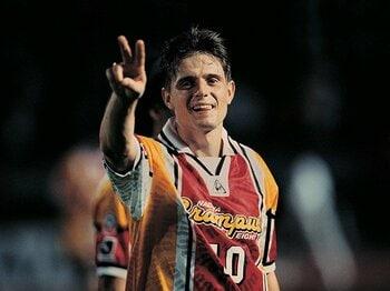 Jリーグ史上最強の外国人は?アンケート圧倒的1位はあの選手!<Number Web> photograph by Michi Ishijima