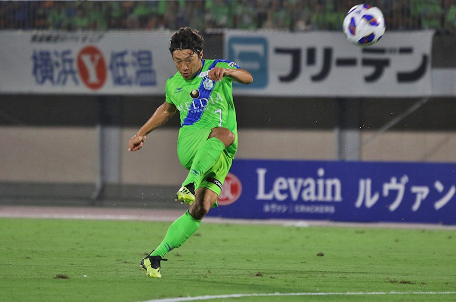 「スポーツで子供達に夢を」って?湘南・梅崎司が見つけた、その答え。<Number Web> photograph by Takahito Ando