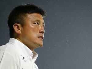 流経大のコーチになった曹貴裁。現場復帰への葛藤と変わらぬ熱さ。