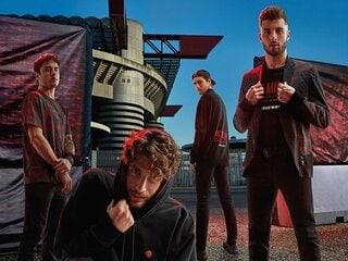 """DIESELがデザインしたACミランの新しい""""オフフィールド・ユニフォーム""""。赤黒CAMO-FIREのTシャツ&ニットキャップをプレゼント!"""