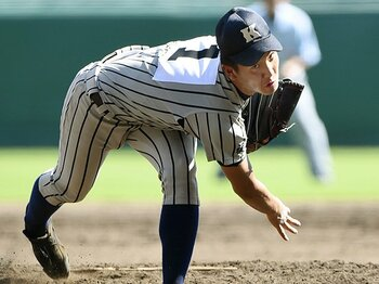 初日は3チームすべてが完投で勝利。「絶対エースvs.複数投手」の行方。<Number Web> photograph by Kyodo News