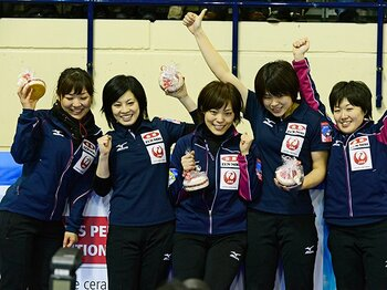 強烈な重圧を超えてつかんだ、女子カーリングの五輪切符。~最終予選を突破した渾身の一投~<Number Web> photograph by Itaru Chiba