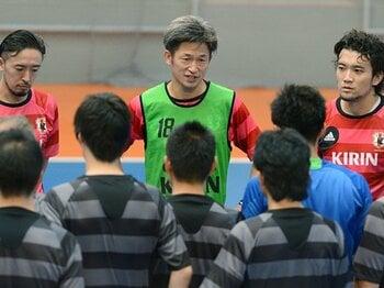 代表合宿から一時離れ、横浜FCへと戻る直前のカズ。監督や選手たちとのコミュニケーションは非常に良好のようだった。