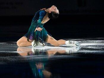 """スケートカナダで日本の3人が表彰台。安定の""""銀""""鈴木明子、混戦の男子勢。<Number Web> photograph by REUTERS/AFLO"""