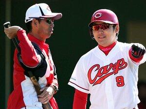 """広島を支えるコーチ陣の""""3本の矢""""。打撃コーチ・迎祐一郎の愛と厳しさ。"""