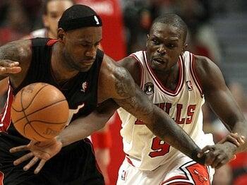ブルズの「接着剤的存在」、ルオー・デンの大切な目標。~NBA優勝とロンドン五輪と~<Number Web> photograph by NBAE/Getty Images