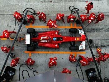 マッサを捨て駒にしてでも優勝を獲る!フェラーリというチームの恐ろしさ。<Number Web> photograph by Getty Images