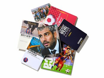 """7つのアプローチで、最強バルサの魅力を読み解く。~""""ブーム""""を物語る関連本ラッシュ~<Number Web> photograph by Sports Graphic Number"""