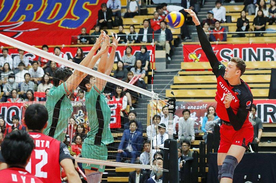 新生Vリーグは客層が変わった!「社員のもの」から真の興行へ。<Number Web> photograph by Kyodo News