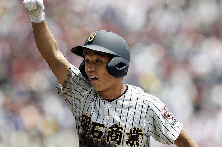 明石商・田渕翔は笑って夏を終えた。「僕が泣いても仕方ないんで」<Number Web> photograph by Kyodo News