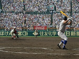 甲子園、高野連は悪者なのか。米・高校野球事情を調べてみると……。