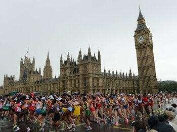 意外な「風」と「アップダウン」。走って見つけた男子マラソンのツボ。<Number Web> photograph by Tetsuya Higashikawa/JMPA