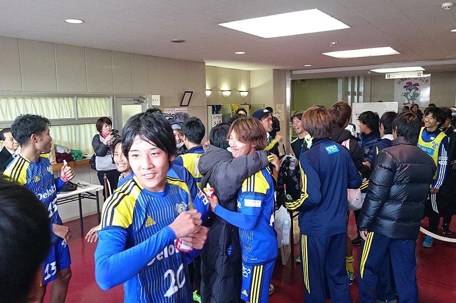 岡田武史が怒鳴り、悩み抜いた1年間。JFL昇格したFC今治で起きていた事。<Number Web> photograph by Toshio Ninomiya