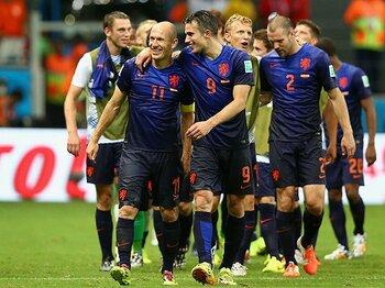 スペインを破ったオランダ、3つの策。リスク覚悟の「数的同数」という戦術。<Number Web> photograph by Getty Images