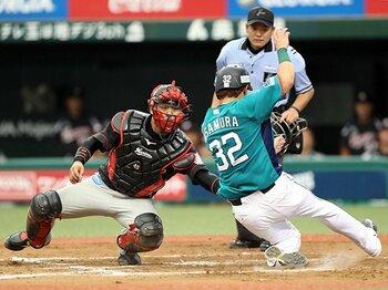 伊東、里崎も獲得していない月間MVP。ロッテ田村、4年目の急成長の秘密。<Number Web> photograph by NIKKAN SPORTS