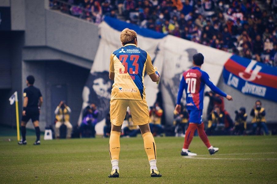 """カメラマン視点でGK林彰洋を観察。首位FC東京の守護神は""""熱血長男""""。<Number Web> photograph by Yoshiaki Matsumoto"""