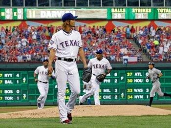 """5失点を""""期待""""に変えた初登板。ダルビッシュの110球が物語るもの。<Number Web> photograph by AP/AFLO"""
