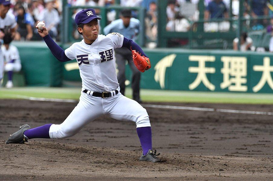 中村の2本目は、外の直球だった。天理・碓井はなぜ首を振ったのか。<Number Web> photograph by Hideki Sugiyama