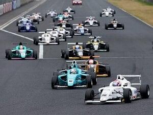 誤解だらけのドライビングテクニック。凄く速く走るコツは「丁寧さ」!?