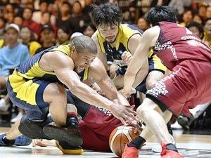 田臥「負けた時に、チームみんなが」Bリーグ初代王者、栃木の1年間。