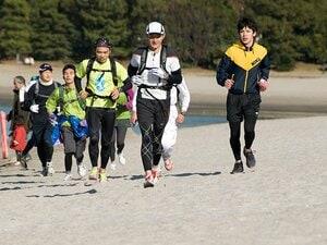 まず30km走ってから飲み会って……。砂漠ランナー新年会のべら棒な面々。