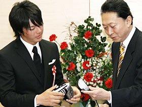 鳩山首相も手放しで賞賛する、石川遼の驚異の「コメント力」。