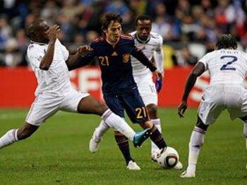 """敵地でフランスに完勝するも、スペインに""""W杯優勝""""の言葉が無い。<Number Web> photograph by Getty Images"""