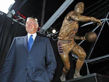 伝説的プレイヤーが告白した壮絶なる過去。~NBAの象徴ウェストの自伝を読む~<Number Web> photograph by Sports Illustrated/Getty Images
