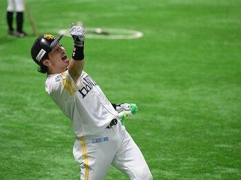 """松田宣浩がこだわる""""熱男""""の愛称。WBCのモヤモヤから優勝までの苦闘。<Number Web> photograph by Naoya Sanuki"""