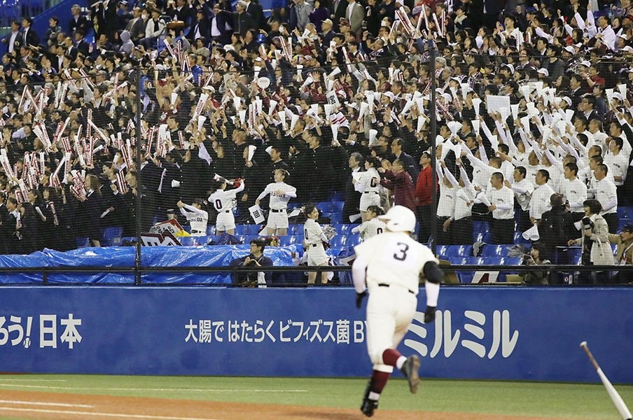 """18-17の""""思わず笑っちゃう""""激勝。清宮幸太郎「いやあ、宣誓だ……」<Number Web> photograph by Kyodo News"""
