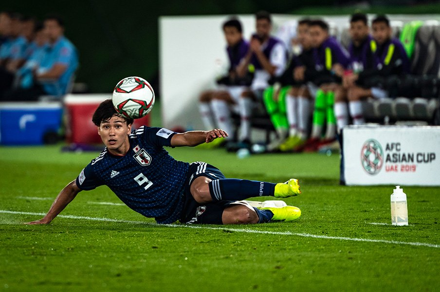 南野拓実は代表で「戦える選手」だ。ゴールとアシスト以上に示した価値。<Number Web> photograph by Takuya Sugiyama