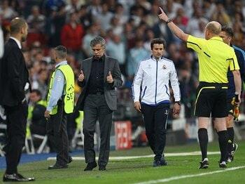 モウリーニョは戦わずして全面降伏!?2点を背負うレアル、「奇跡」の条件。<Number Web> photograph by Real Madrid via Getty Images