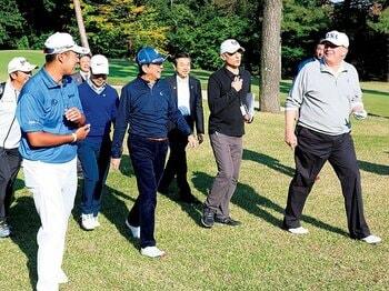 """""""ゴルフ外交""""が成り立つ理由。~丸山茂樹「人と人が一緒に6時間過ごすスポーツ」~<Number Web> photograph by KYODO"""