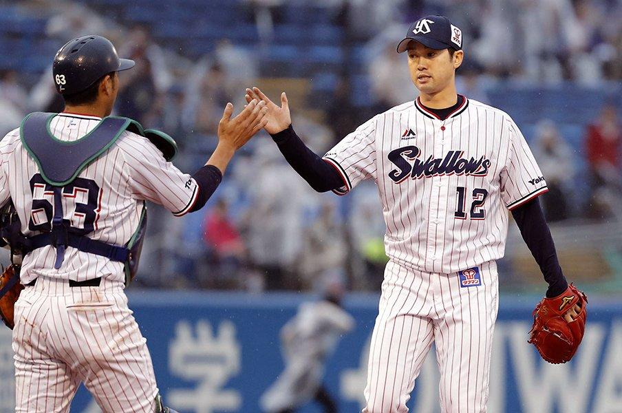 ヤクルトの「新・勝利の方程式」。石山、近藤、中尾が開花した瞬間。<Number Web> photograph by Kyodo News