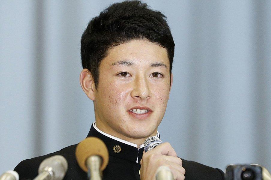 吉田輝星を1位指名した日本ハム、緊迫と高揚のドラフト当日舞台裏。<Number Web> photograph by Kyodo News