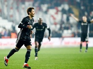 香川真司、移籍初戦で衝撃の2得点。トルコでの半年がキャリアを左右?