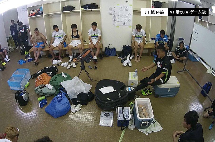 湘南のロッカールーム映像がすごい。怒鳴り合いでもカメラを止めるな!<Number Web> photograph by SHONAN BELLMARE
