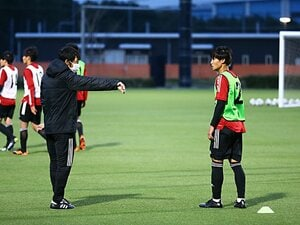 """「具体的で、ハッとなる」U-17日本代表が中村憲剛の助言に目がキラキラ…""""欧州よりJリーグを観る""""スマホ世代"""