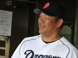 澤村の速球で引退を決意したが……。燃え尽きない男、中日・山崎武司。