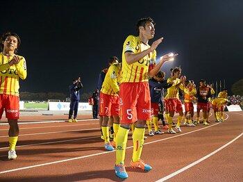 """北九州はなぜ3位を目指すのか。J1昇格を断たれたクラブの""""意地""""。<Number Web> photograph by J.LEAGUE.PHOTOS"""
