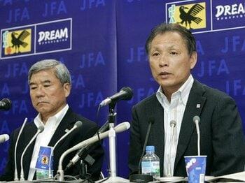 日本代表監督のポストは人気が無い?原博実の信念と監督が決まらぬ理由。<Number Web> photograph by KYODO