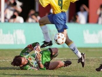 "<THE MIRACLES 1996.7.21>""マイアミの奇跡""への濃密な18分間~最強軍団をいかにしのいだか~<Number Web> photograph by NIKKAN SPORTS"