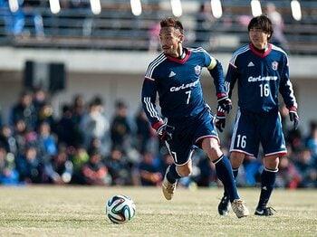 トレーナー・西本直が解説する、中田英寿や本田圭佑の「背中」。<Number Web> photograph by Yusuke Nishizono